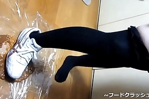 【fetish】Japanese girl food stroke with Knee contemptuous socks asics spike kiss someone's arse Sneaker.
