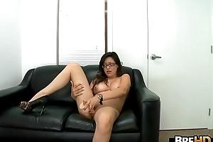 Nerdy Teen babe Linda Lay tricky porno.4
