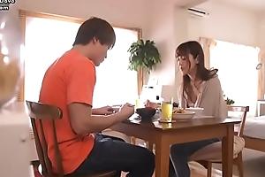 番号鸽JUY-476人妻倒垃圾走光被干翻javdove.com
