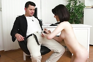 Dark-haired cutie regarding natural heart of hearts does anal regarding a great pleasure