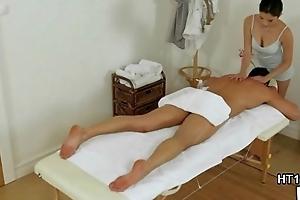 Real asian masseuse securing a good bonus